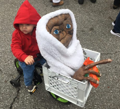 Elliott taking ET home with Reese's pieces